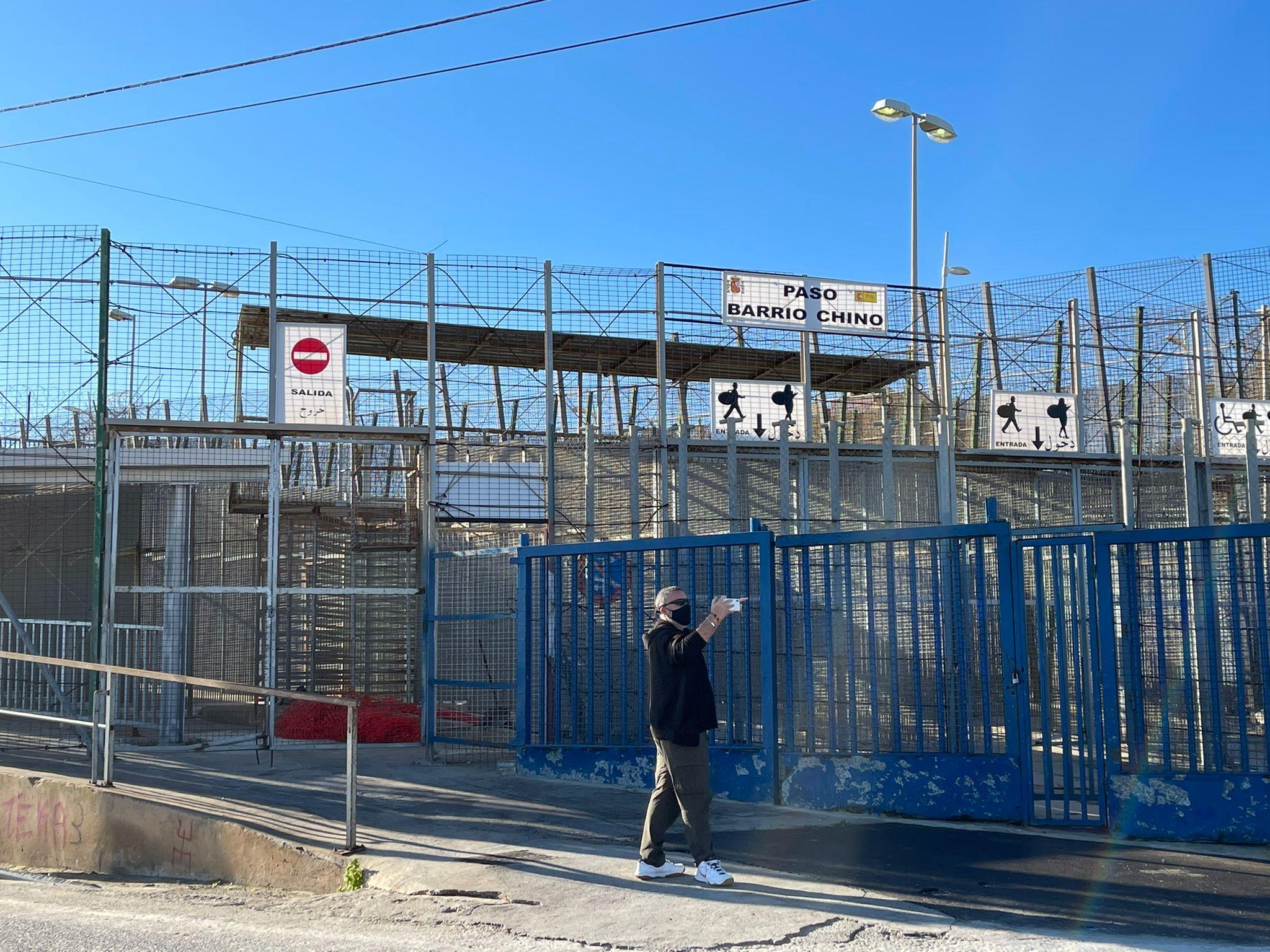EN DIRECTO | DESDE LA VALLA DEL BARRIO CHINO DE MELILLA con NEGRE, UN MURCIANO ENCABRONAO y DAVID SANTOS