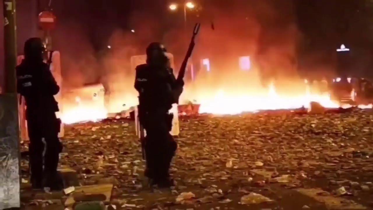 Se cumple un año de la batalla de Urquinaona de los CDR contra la Policia Nacional.